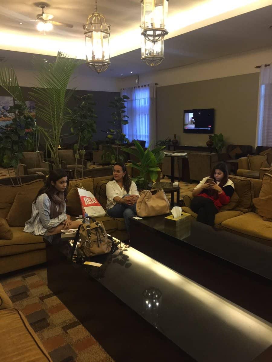 Alia Bhatt Vacationing In Maldives: आलिया भट्ट कर रही हैं फैमिली के साथ मालदीव्स में मस्ती, देखें फोटोज !