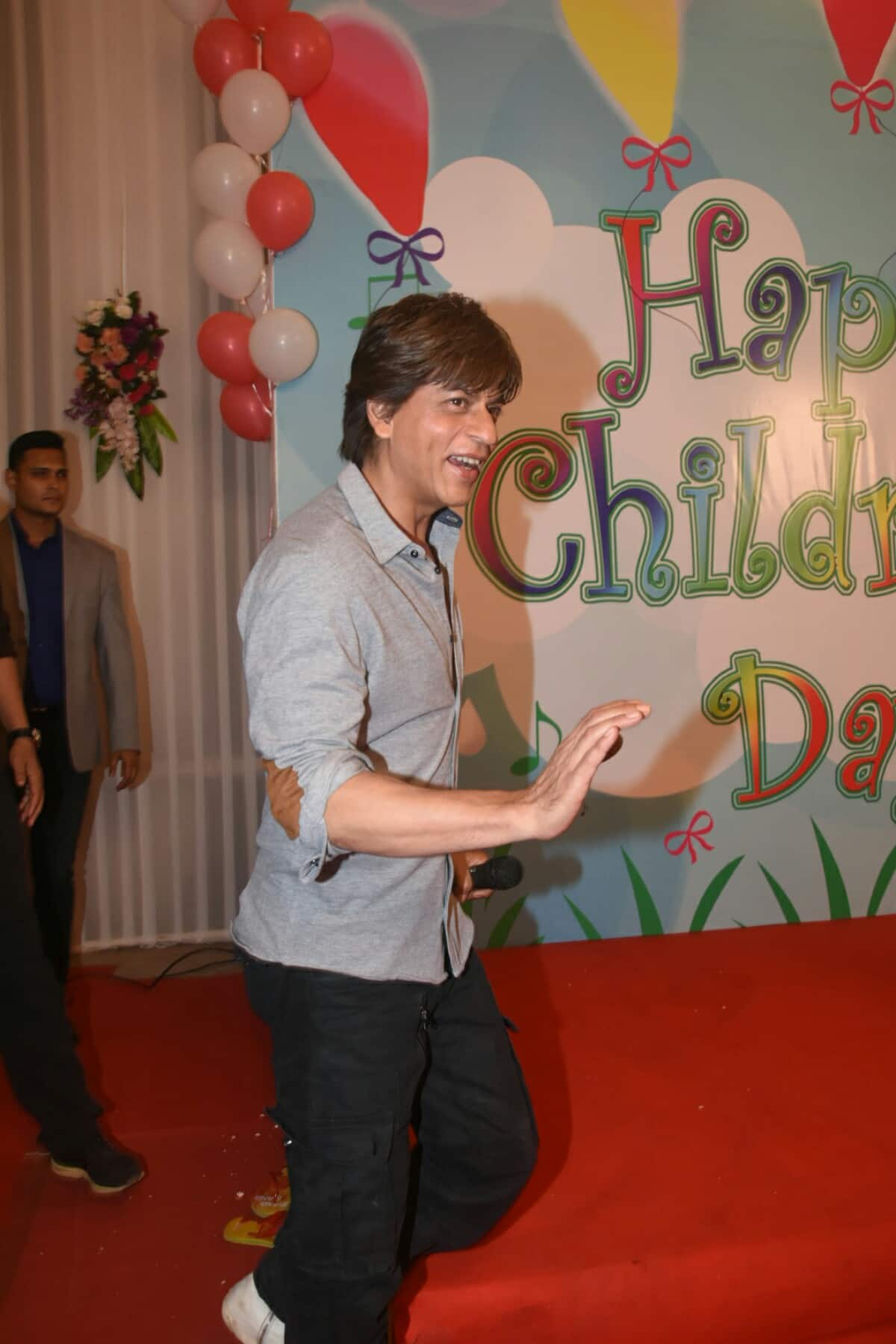 In Pics: Shah Rukh Khan Celebrates Children's Day With Over 100 Kids