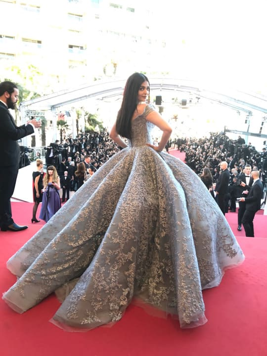 Aishwarya Rai Bachchan Looks Straight Out Of A Fairytale On The Cannes Red Carpet!