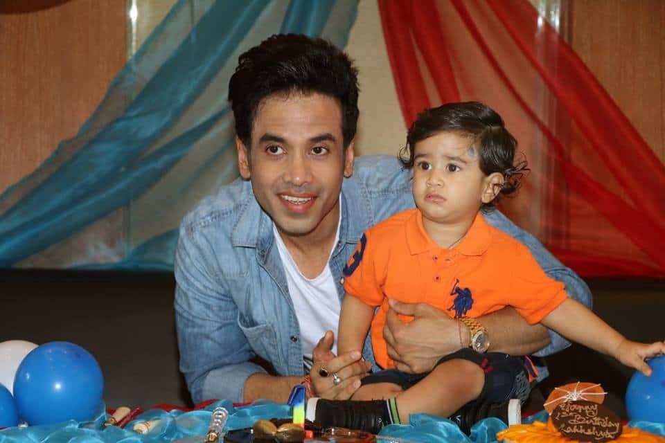 तुषार कपूर के बेटे लक्ष्य की जन्मदिन पार्टी में छा गए तैमूर अली खान !