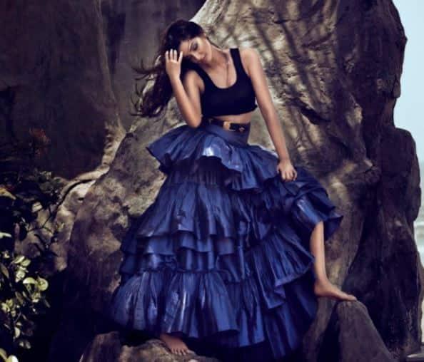 सोनम कपूर ने मैगज़ीन के लिए कराया अब तक सबसे हॉट फोटोशूट !