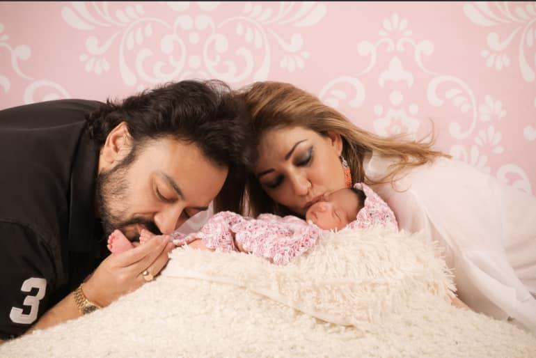 सोशल मीडिया पर सिंगर अदनान सामी ने शेयर की अपनी बेटी मेदिना की पहली तस्वीर !
