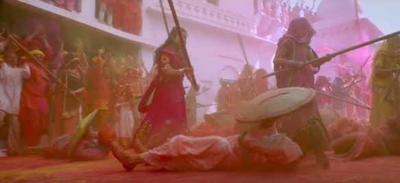 'टॉयलेट: एक प्रेम कथा' का नया गाना 'गोरी तू लठ मार' आपको झूमने पर मजबूर कर देगा !