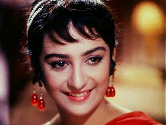 जब 22 की सायरा बानू ने 44 साल के दिलीप कुमार से किया था निकाह !