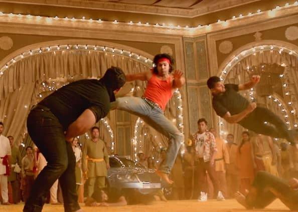 फिल्म 'जुड़वाँ 2' के गाने 'सुनो गणपति बप्पा मोरया' में वरुण की बप्पा से शिकायत कुछ अजब ही है !