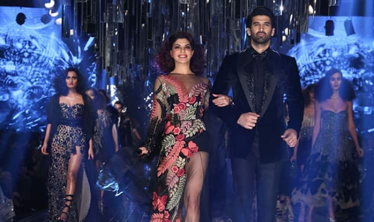 Jacqueline Fernandez And Aditya Roy Kapur Set The Ramp On Fire While Khushi Kapoor Turns Heads At LFW'17!