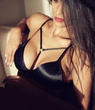 सोशल मीडिया पर एक बार फिर छाई बिकिनी पहने पूनम पांडे की ये नई तस्वीरें !