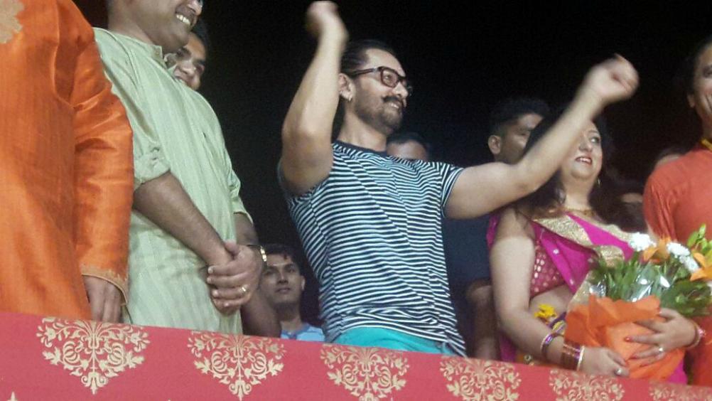 वडोदरा में मां दुर्गा की आरती करने पहुंचे एक्टर आमिर खान!