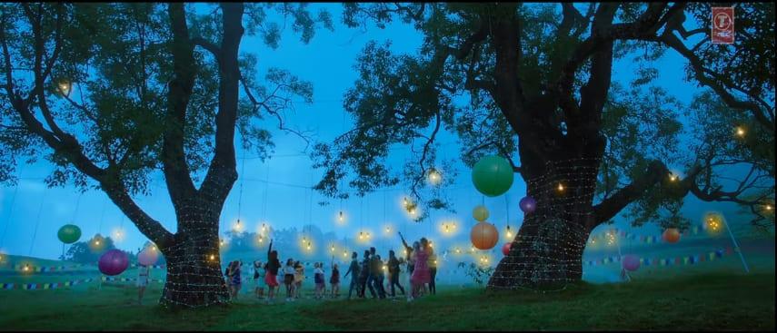 फ़िल्म 'गोलमाल अगेन' के नए गाने को सुनकर आपको फ़िल्म इश्क़ का गाना 'नींद चुराई मेरी' याद आ जाएगा!