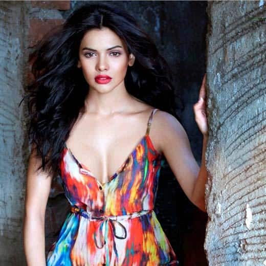 20 Pics That Prove That Sara Loren Is The Sexiest Actress Of Bollywood!