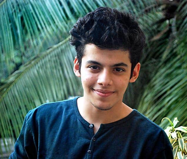 The 22-year old son of father Mitesh Safary and mother Sheetal Safary, 178 cm tall Darsheel Safary in 2018 photo