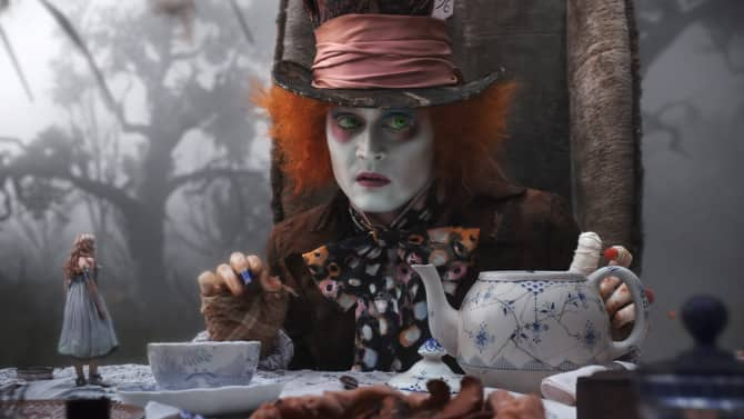 'ऐलिस थ्रू द लूकिंग गिलास' के नए कैरैक्टर पोस्टर्स हुए रिलीज़