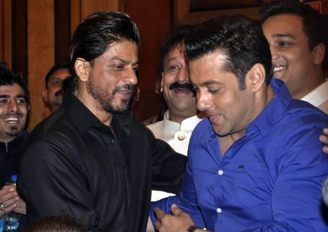 SRK के लिए सलमान करेंगे बजरंगी भाईजान की खास स्क्रीनिंग