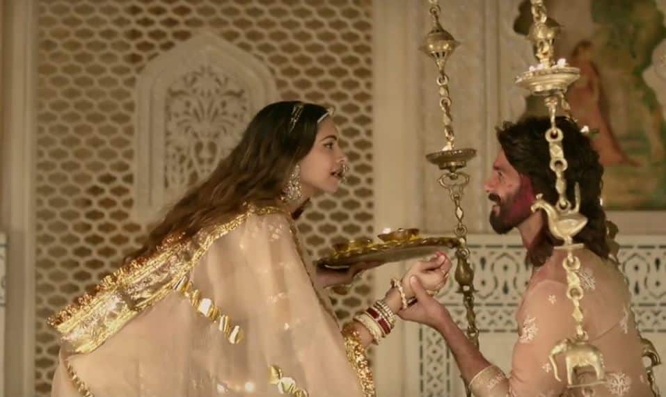 WATCH: Rani Padmavati And Raja Rawal Ratan Singh Romance In Ek DIl Ek Jaan Song!