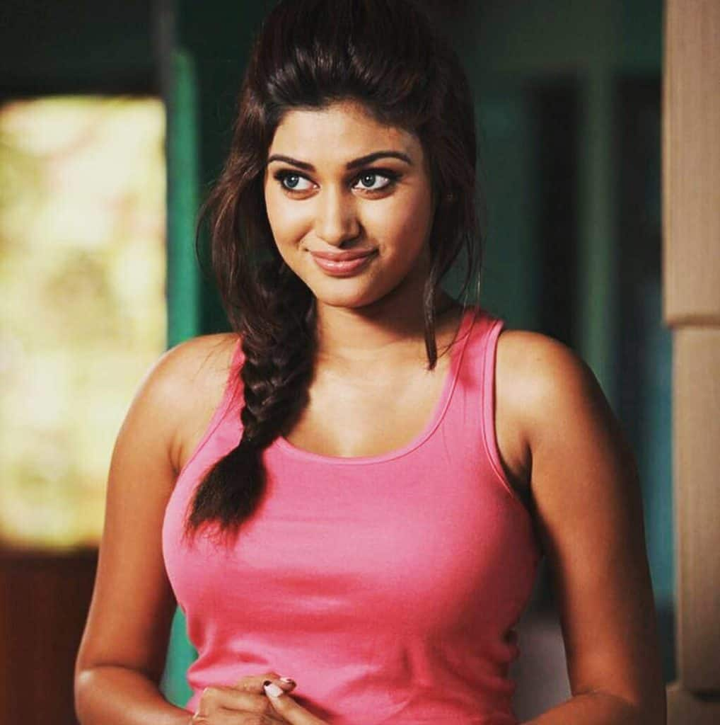 Oviya To Play Female Lead In Pallu Padama Paathuka?