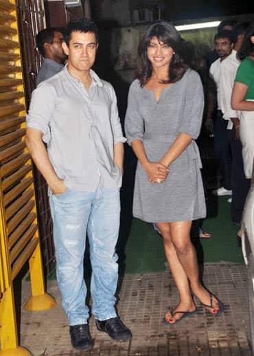 This Top Actress To Play Aamir Khan's Wife In Rakesh Sharma Biopic?