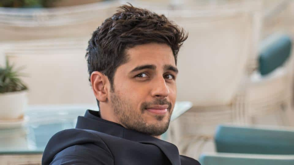 Sidharth Malhotra Faces Backlash For Tweet; Clarifies Meaning