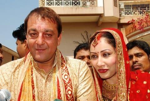 Sanjay Dutt breaks down after seeing Manyata Dutt ...
