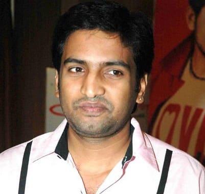 N. Santhanam's Vallavanukku Pullum Aayudham gets a 2 crore set
