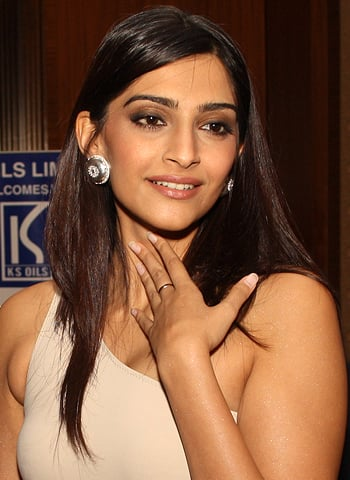 Sonam Kapoor nervous for Harshvardhan, says he's a kid - DesiMartini
