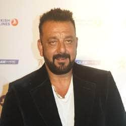 This Is How Sanjay Dutt Reacted After Seeing  Ranbir Kapoor's Look From His Biopic