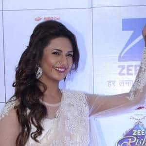Divyanka Tripathi Faces Airline Issues...But She Chooses A Different Way Of Dealing With It