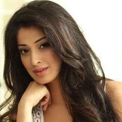 Actress Raai Laxmi to give you goose bumps