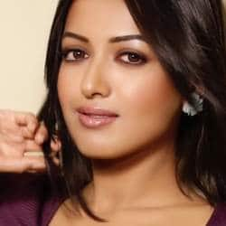 Catherine Tresa Has No Problem In Sharing Screen Space With Other Actresses