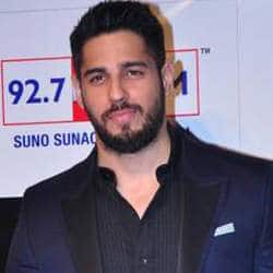 Sidharth Malhotra to Play Writer In Kapoor and Sons?