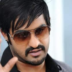 Jr. NTR's fan falls victim to stampede at Baadshah audio launch