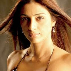 Tabu does not want to be part of Madhuris gang?