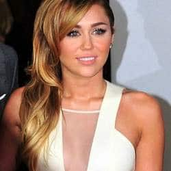 Miley Cyrus blasts at paparazzi on Twitter