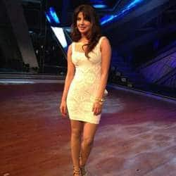 Priyanka Chopra shoots sharp at Kareena Kapoor