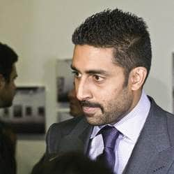 Abhishek Bachchan to play Big B's role in Do Aur Do Paanch remake