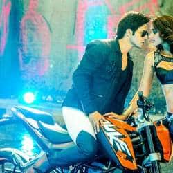 Varun Dhawan saved by Ileana D'Cruz on Main Tera Hero sets