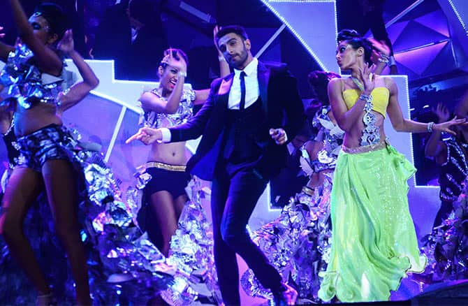 This Is How Much Your Favorite Bollywood Stars Charge To Dance At Weddings!