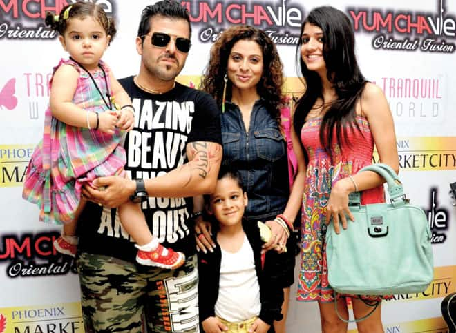 7 Celebrity Single Mothers Who Got Married Once Again!