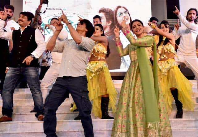 Shah Rukh Khan Compares Anushka And Kajol...And There's Only Good Things To Say!