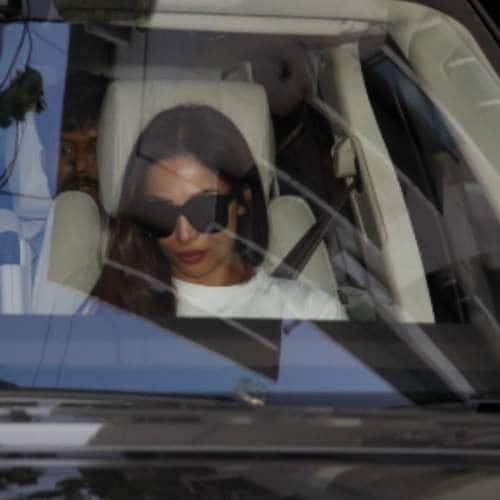 Gallery- Friends And Family Spotted At Salman Khan and Saif Ali Khan's Residence After Their Court Session