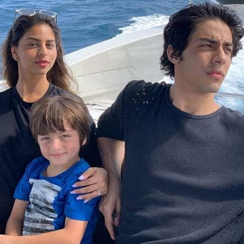 Shah Rukh Khan Bids Adieu To Maldives With Family, See Pictures And Videos...