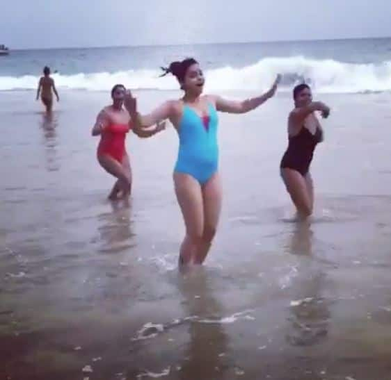 Sumona's Bikini Avatar In Sri Lanka - टीवी एक्ट्रेस सुमोना चक्रवर्ती ने श्रीलंका में मनाया नया साल, बन गयीं सुपरहॉट बिकिनी बेब !