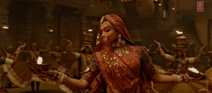 फिल्म 'पद्मावती' के 'घूमर' गाने में आप दीपिका के राजस्थानी अंदाज़ को भुला नहीं पाएंगे !