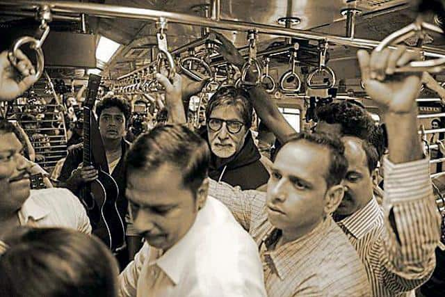 25 Big Bollywood Celebrities Who Love Travelling In Autorickshaws & Local Trains!