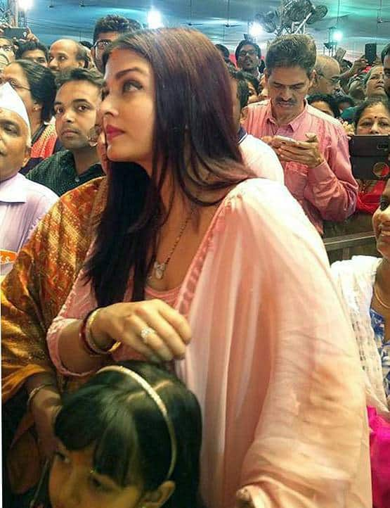 तस्वीरें : जब बेटी आराध्या संग गणपति बप्पा के दर्शन को पहुँची ऐश्वर्या राय बच्चन !
