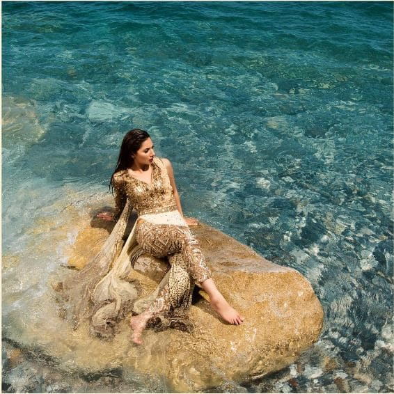 Mahira Khan's Stunning Photoshoot By The Beach Is The Most Exotic Thing You'll See Today