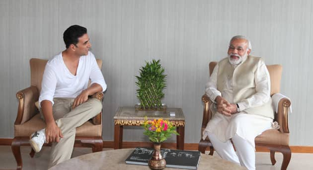 Akshay Kumar - PM Narendra Modi and Akshay Kumar might not share any similarities in terms of looks, but they share the same passion and vision. Akshay Kumar is the modern day patriot and also shares a great rapport with Narendra Modi. Needless to say, he knows our PM better and will be able to do justice to the role.