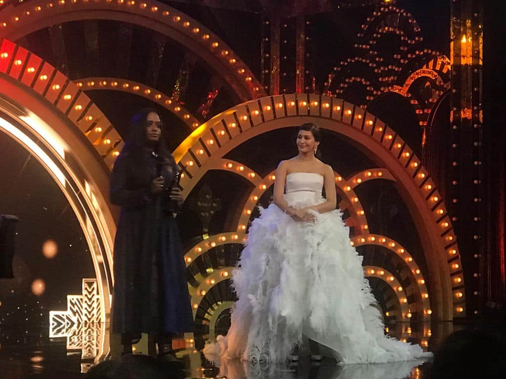 The HT Most Stylish Artist is Mithu sen - The award was presented by Amyra Dastur.