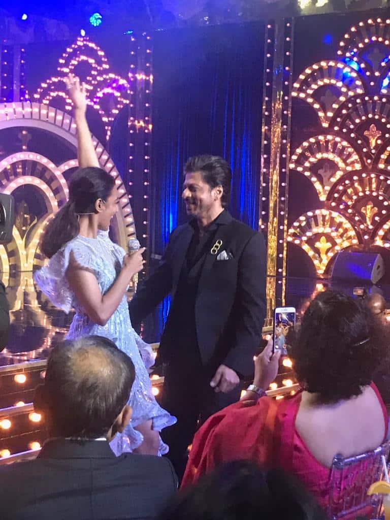 Shah Rukh dances with Radhika on Aaj Ki Raat Koi Aane Ko Hai -