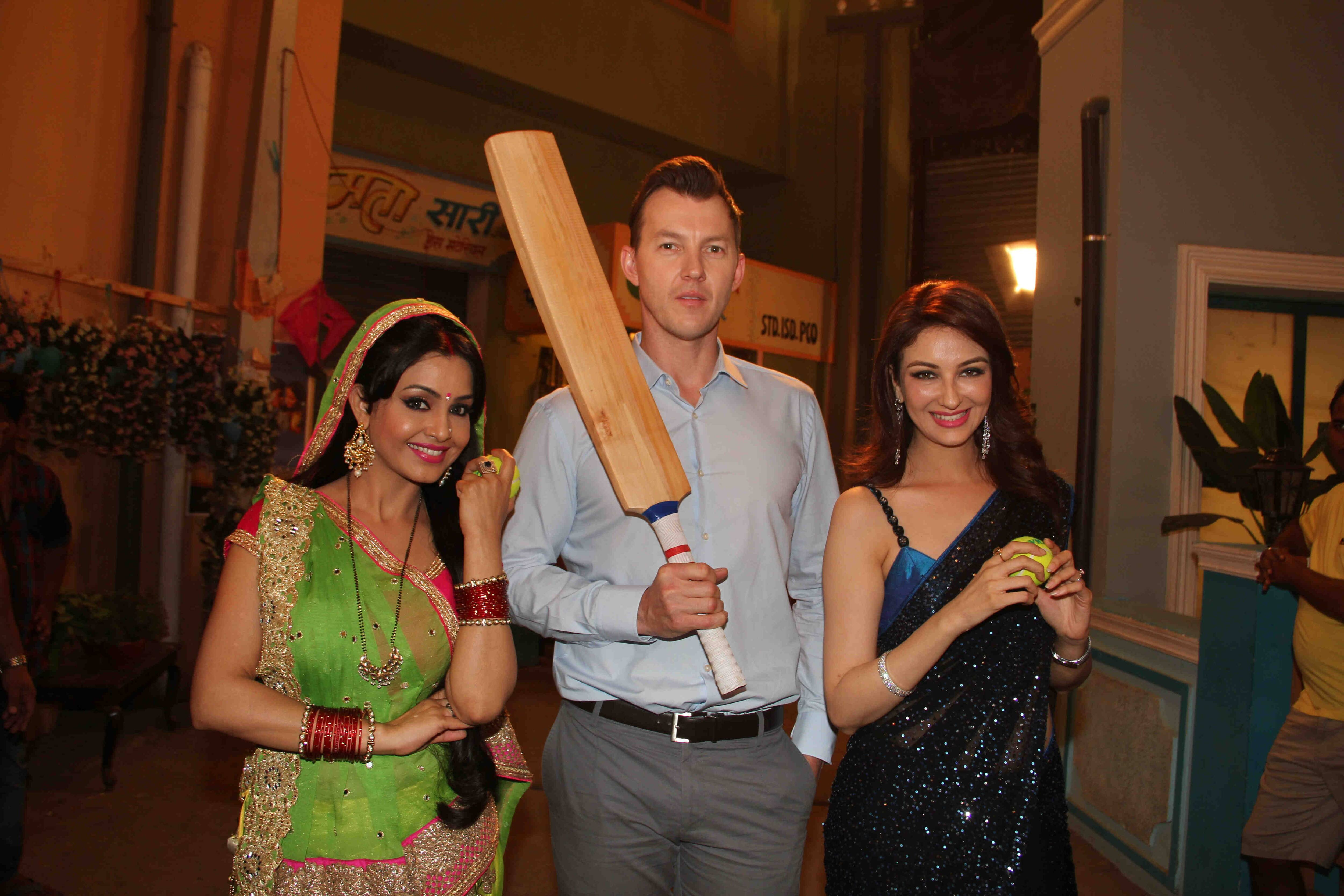 Guess What Bhabiji Learnt From Brett Lee??