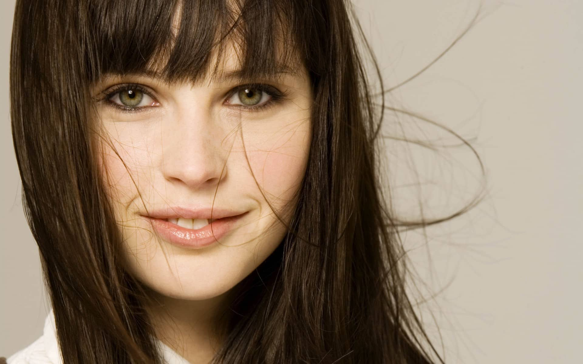 Felicity Jones On Fair And Equal Pay For Women